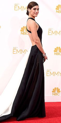 photo | Lizzy Caplan - the white section at the back makes her look even slimmer
