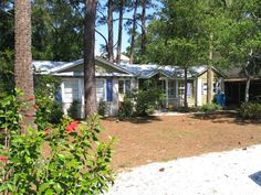 $109/night - Tybee Island one story home close to the beach