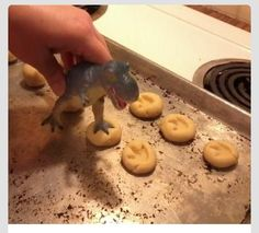 Make Your Own Dinosaur Cookies With Your Childs Dinousaur Toy! #Food #Drink #Trusper #Tip