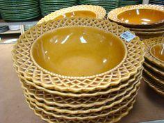 passeio-porto-ferreira-cidade-ceramica-monta-encanta8 Serving Bowls, Tableware, Design, Kitchens, Business, Antique China Dishes, Boyfriend Dinner, Red Plates, House Decor Shop