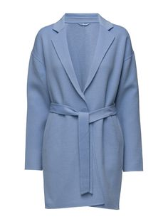 DAY - 2ND Bond Two welt pockets Drop shoulder seams Notched lapel Self-tie waist The garment is made from a luxurious wool blend. Wool creates a breathable and insulating fabric that will keep you warm all winter long. Blue Coat Jacket