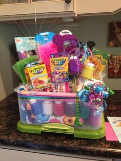 I love these DIY gift basket ideas. These DIY gift baskets are super easy to make and are the perfect gifts for any occasion,… Kids Gift Baskets, Themed Gift Baskets, Raffle Baskets, Easter Baskets, Easter Basket Ideas, Fundraiser Baskets, Gift Baskets For Women, Easter Ideas, Homemade Gifts