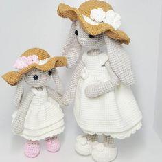 Mom and the baby  It's white dress in the summer, right? Pattern is available at Etsy✔ . . . . #crochet #amigurumi #haken #häkeln #crochê #croche #hekle #hækle #virka #virkkaus #ganchillo #uncinetto #etsy #etsyshop #ravelry #Вязание #амигуруми #كروشيه #crocheting #kawaii #instacrochet #아미구루미 #손뜨개 #あみぐるみ #かぎ針編み #뜨개질 #코바늘인형