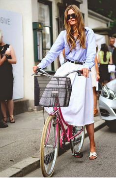 Miss Margaret Cruzemark : Falling for Fall : Images of Autumn Style Inspiration Spring Fashion, Autumn Fashion, Solid And Striped, Cycle Chic, Looks Street Style, Bike Style, Fashion Pictures, Passion For Fashion, Dress To Impress