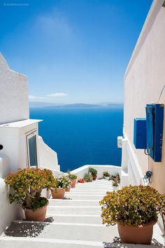 20 Breathtaking Places To See Before You Die – The Barefoot Explorer - Santorini, Greece – The world's most breathtaking destinations – your next holiday is sorted - Vacation Places, Dream Vacations, Romantic Vacations, Italy Vacation, Honeymoon Destinations, Romantic Travel, Beautiful Places To Travel, Beautiful World, Worlds Of Fun