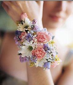 Corsage for me. It's like a bouquet but tinier! Wrist Flowers, Prom Flowers, Bridal Flowers, Spring Flowers, Pastel Flowers, Spring Colors, Small Flowers, Pretty Flowers, Flower Corsage