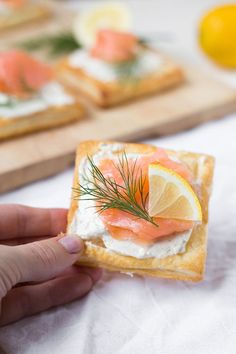 4 ingredients, simple and delicious – cooking carousel … – Partyrezepte – Finger Food Vegetarian Appetizers, Finger Food Appetizers, Appetizer Recipes, Vegetarian Recipes, Party Finger Foods, Snacks Für Party, Party Food Platters, Brunch Party, Charcuterie Board