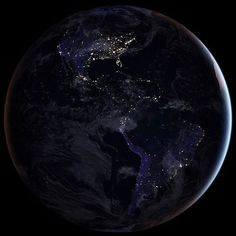 #BoaNoite Nossa casa, à noite. As luzes iluminam a América do Norte, Central e do Sul - um destaque enorme para o 🇧🇷. A foto, claro, foi tirada por astronautas da @NASA na @iss. Crédito: #NASA #espaço #terra #planeta #astronautas #luzes #brasil #mundo