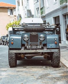 Land Rover Mk I with portuguese license plats at Silves, Algarve. Thans to Beck. Carros Suv, Automobile, Range Rover Classic, Cars Land, Land Rover Defender 110, Off Road, Expedition Vehicle, Volkswagen, Vintage Trucks