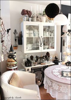 Black & white Fall and Halloween decor by Boxwoodcottage, via Flickr