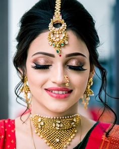 "Photo from Kajol R Paswwan Mumbai Makeup Artist ""Portfolio"" album Bridal Makeup Images, Bridal Eye Makeup, Bridal Makeup Looks, Indian Bridal Makeup, Indian Bridal Outfits, Bride Makeup, Bridal Looks, Marathi Bride, Marathi Nath"