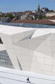 Gallery of Le Cristal Cinema and Michel Crespin Square / Linéaire ...