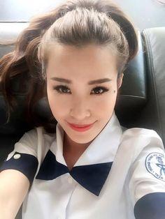 Sao Việt cực xì tin trong bộ đồng phục học sinh