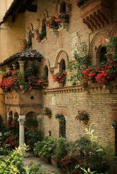Ancient Architecture - Perugia wall of flowers ~ Umbria Umbria Italia, Places Around The World, Oh The Places You'll Go, Places To Visit, Wonderful Places, Beautiful Places, Perugia Italy, Belle Villa, Italy Travel