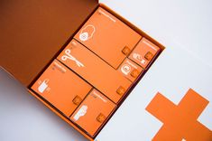 First Aid Kit by Kevin Harald Campean - In the event of an emergency, many people draw a blank, forgetting what needs to be done and how to carry out simple tasks. This First Aid Kit by K. Disaster Kits, Graduation Project, Design Graphique, Packaging Design Inspiration, Brand Inspiration, Daily Inspiration, Box Design, Everything, Concept