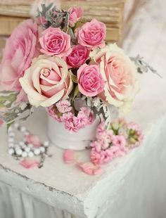 New wedding bouquets pink roses shabby chic ideas Romantic Cottage, Romantic Roses, Beautiful Roses, Romantic Images, Beautiful Bouquets, Shabby Flowers, Pretty Flowers, Pink Flowers, Flowers Bunch