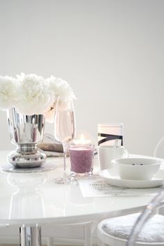 Char and the city - Sweet breakfast table setting for two - yummy chia-pudding… Breakfast Table Setting, Chia Pudding, Pudding Recipe, Sweet Breakfast, Decorating Coffee Tables, White Decor, Recipe Of The Day, My Dream Home, Modern Interior
