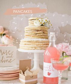 A brunch wedding: Stacked pancakes for your wedding cake
