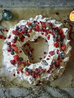 Have a Mary Berry Christmas with this easy pavlova that can be made well ahead of the festivities. Have a Mary Berry Christmas with this easy pavlova that can be made well ahead of the festivities. Christmas Pavlova, Best Christmas Desserts, Xmas Food, Christmas Cooking, Christmas Goodies, Christmas Treats, Christmas Fun, Holiday Recipes, Christmas Popcorn