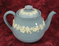 Teapot Wedgwood Embossed Blue With White Grapevine Large 4-6 Cups