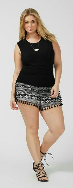 Moda Plus-size - Shortinho com babado