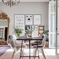 Snyggt att blanda gammalt och nytt! Känner mig väldigt taggad på att ta tag i projekt i lägenheten #inredning #interior4all #interior123 #interiorinspo #hem #heminredning #interiordesign #interiordecoration #deco #myhome #myhouse #inredningsdetalj #finahem #mitthem #interior #interiör #design #inspiration #homedecor #interiors #dagensinterior #interiorforyou #inredningstips #nordiskehjem #mitthem bild: @alexanderwhitesthlm