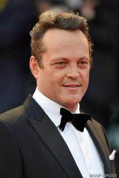 OMG! Vince Vaughn trägt jetzt eine Glatze : Noch vor ein paar Tagen zeigte sich der Schauspieler mit vollem Haar bei den Filmfestspielen in Venedig - http://ift.tt/2c9Ke5X