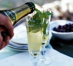 Sparkling mint & lemon juleps Refreshing & delicious. Perfect way to start an evening!