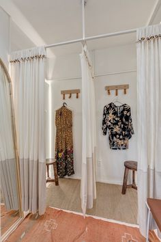 Clothing Boutique Interior, Clothing Store Design, Boutique Decor, Boutique Design, Shop Interior Design, Retail Design, Portable Dressing Room, Store Interiors, Decoration