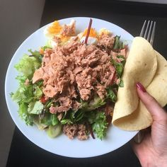 L U N C H  today is pretty much left overs from last night so a huge salad with feta boiled a egg tin of tuna and a tiny tortilla  #blogger #bodybuilding #booty #clean #healthy #health #fitfam #fitness #macros #muscles #motivation #health #healthy #protein #clean #cardio #weights #shred #bulk #gains #girlgains #girlswholift #girlsthatlift #workout #bbg #bikini #lean #iifym #nutrition