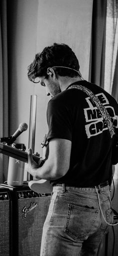 Niall Horam, Niall Horan Baby, One Direction Harry, One Direction Pictures, Irish Boys, Irish Men, Niall Horan Fanfiction, Canciones One Direction, Black And White Aesthetic