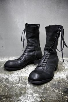 Look Smarter in Men's Boots. There is a wide range of men's footwear that is available in the current market. All these shoes cater to the choice of the modern men with their Altama Boots, Boat Boots, Tall Boots, Shoe Boots, Mode Shoes, Men's Shoes, Fashion Boots, Mens Fashion, Rock Fashion