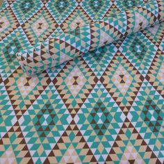 O tecido adesivo pode ser usado para revestir paredes, móveis, objetos e também adere em tecido. Renove sua casa gastando pouco!