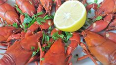 Ingredients: 10-12 crawfish, fresh and pre-purged, 2 onions, 1-2 bay leaves, 1 tablespoon allspice, 2 tablespoons olive oil, 1 lemon, fresh parsley, chopped, salt.