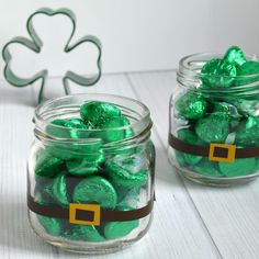 St Patricks Day Candy Treats Patrick's Day appetizers St. Patrick's Day Candy Treats Saint Patrick's day is usually a … Fete Saint Patrick, Sant Patrick, St. Patrick's Day Diy, Holiday Fun, Holiday Crafts, Fun Crafts, Edible Crafts, Creative Crafts, Decor Crafts