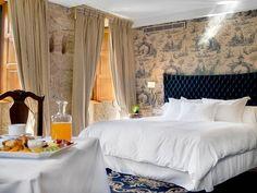 Alojamientos para enamorarse de Galicia - Hoteles Chateau Hotel, Hotel Breaks, Hotels In France, Restaurants, Vintage Hotels, Hotel Spa, Interior Design, House, Bedrooms