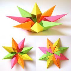 Origami: Stella diamante 2 - Diamond Star 2. Modular origami, no cuts, no glue, 8 squares of paper, 9 cm x 9 cm. Designed and folded by Francesco Guarnieri, February 2012.