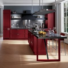 Seductive red kitchen design Cozy houses - Home Decorations Tiny Kitchen Design, Traditional Kitchen Furniture, Contemporary Kitchen, Kitchen Cabinet Styles, Solid Wood Kitchens, Red Kitchen, Hardwood Floors In Kitchen, Kitchen Remodel Cost, Kitchen Design