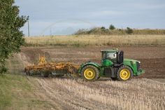 John Deere Combine, Farm Business, John Deere Tractors, Heavy Equipment, Farmer, Planters, Cattle, Trucks, Antique Tractors