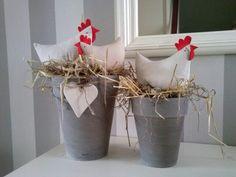 The rustic decor ideas, rustic easter bunny, rustic spring decor, primitive easter decorations and easter 2017 given in this post are ideal for this Easter. Happy Easter, Easter Bunny, Easter Crafts For Adults, Chicken Crafts, Diy Y Manualidades, About Easter, Easter Holidays, Spring Crafts, Flower Arrangements