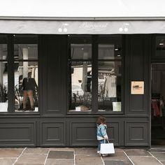 Shopping entre les gouttes  Shopping entre gotas #lescornesdejuju #homedecoration #shopping #fashionkids #fb #paris #valleevillage