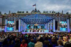 На Дворцовой площади в День города состоится бесплатный оперный концерт  Ставший традиционным оперный концерт состоится 27 мая в 21:00 на Дворцовой площади.