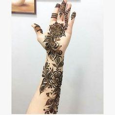 Image may contain: one or more people and closeup Henna Mehndi, Henna Art, Mehendi, Hand Tattoos For Girls, Girl Tattoos, Henna Tattoos, Bridal Mehndi Designs, Mehandi Designs, Heena Design