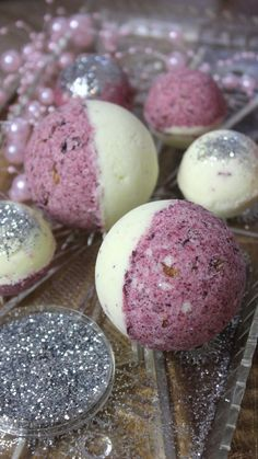 Da sie im Handel, … Bath bombs or bath balls are a great gift idea. Since they are not cheap in trade, for example at Lush, we just make them ourselves … Lush Christmas, Diy Gifts, Great Gifts, Galaxy Bath Bombs, Diy Hanging Shelves, Nails Polish, Lush Bath Bombs, Healthy Snacks For Adults, Handmade Cosmetics