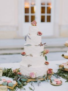 Simple and luxurious fig wedding cake.