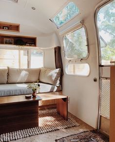 caravan renovation ideas 762445411899083542 - Cool 46 Elegant Airstream Decorating Ideas For Comfortable Holidays Trip Source by lovelyhomishcom Airstream Bambi, Airstream Vintage, Airstream Land Yacht, Airstream Living, Airstream Remodel, Airstream Renovation, Airstream Interior, Trailer Interior, Caravan Vintage
