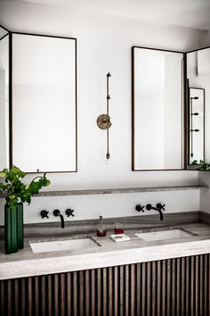 French Bathroom PHOTO: Benoit Linero for JeanCharles Tomas Interior Architecture French Bathroom, Modern Bathroom, Small Bathroom, Parisian Bathroom, Minimal Bathroom, Masculine Bathroom, Downstairs Bathroom, Modern House Design, Modern Interior Design