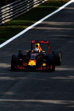 Daniel Ricciardo of Australia driving the Red Bull Racing Red BullTAG Heuer RB12…