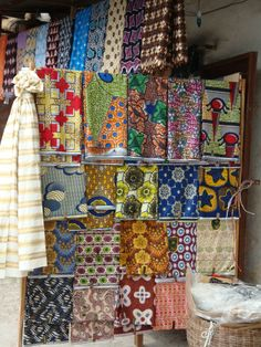 Crabouillette, 2008 (Wikimedia) – Pagnes are garments worn by women in Cameroon – it is made out of fabric and is embroidered with various patterns and colors. It can be used in multiple ways, such as for protective head covering or as a skirt.
