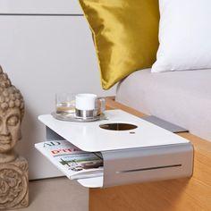 Einfach, genial und praktisch – der kleine Nachttisch zum Anhängen ans Bett ist die Lösung für die Aufbewahrung all der Sachen, die man nachts gern in der Nähe weiß. Als Geschenkidee passt der nächtliche Begleiter sehr gut zu allen, die wenig Platz haben oder einfach von tollen Gestaltungsideen begeistert sind!